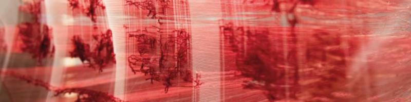 Jitka Králová, Nikogo niezostawiaj ztyłu, tkanina, drewno, fot.Natasza Szymańska Jitka Králová, Leave No-one Behind, fabric, wood, photo: Natasza Szymańska Jitka Králová, Lass niemanden zurück, Stoff, Holz, Foto: Natasza Szymańska